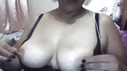 Femme mature colombienne montre tout à la webcam