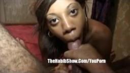 Sperme dans la bouche pour une black du ghetto de 18 ans