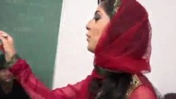 La prof d'origine arabe en gangbang avec des gros blacks - Film porno