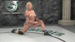 Ginger Lynn lutte avec Bobbi Starr!