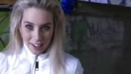Sexe extrême dehors avec une blonde