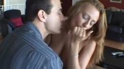 Punie par son beau-père par ce qu'elle fume