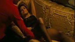 Eva Mendes (couple, cubaine, sexy, embrassée)