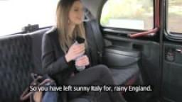 Faux taxi - une étudiante innocente se fait sodomiser