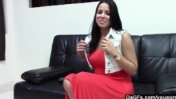 Une jeune cubaine veut devenir une star du porno