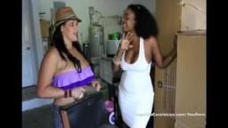 La cubaine à gros seins Angelina Castro récompense le déménageur