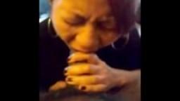Amateur: chinoise pour une gorge profonde et une éjaculation faciale