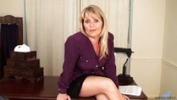 Bobbie Jones patronne à gros seins