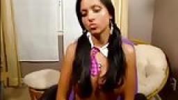 Petite cochonne espagnole à la webcam