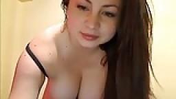 Une mexicaine à gros seins à la webcam