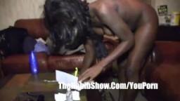 Amateur: une black du ghetto se fait fourrer