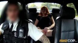 Faux policier arrête une prostituée rousse