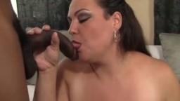 La mexicaine Angelina se prend une grosse bite noire