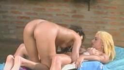 Deux magnifiques lesbiennes latines