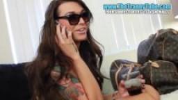 Vidéo hd - La shemale Aubrey Kate Suce une grosse bite