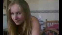 Jeune américaine fait un strip-tease à la webcam