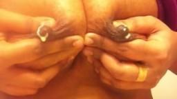 Une indienne avec des gros seins laiteux