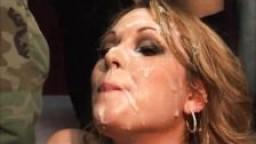 Orgie de bukkake pour l'américaine Ashley Coda