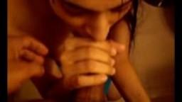 Une indienne dans la salle de bain filmée par son ami sajid