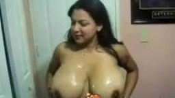 Une mexicaine à gros seins baise un touriste américain