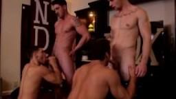 Partie à quatre entre étudiants gays de la même confrerie hd