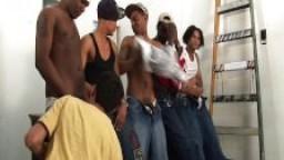 Un gay baisé par un gang latino hd