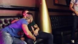 Les gays espagnols Antonio, Mario & Xavi pour une double pénétration anale dans un club hd