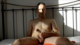 Ce mec se branle et se gode à la webcam hd