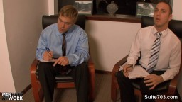 Des gays pervers baisent au bureau hd