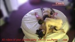 Des lesbiennes amatrices françaises filmées par une caméra cachée dans un club échangiste 388 - Film x hd