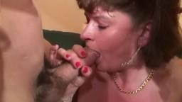 Une belle grosse mature française veut du sexe à fond: anulingus, anal et fisting - Film porno hd