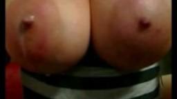 Gros seins laiteux à la webcam hd