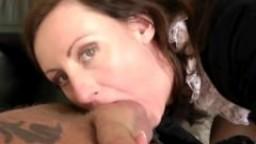 La mature britannique Laras Playground se fait lécher la chatte avant de se faire baiser hd