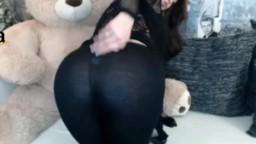 Une roumaine montre son cul à la webcam en collant hd
