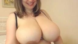 Mature roumaine avec des seins énormes à la webcam