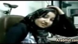 Cette salope arabe veut que son patron la baise