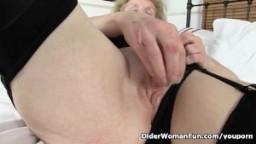 La grand-mère britannique Pearl est connue pour aimer le sexe hd
