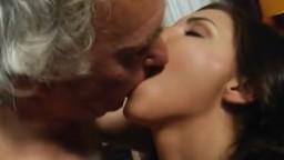 Un vieux a la chance de baiser avec la belle russe Henessy - Vidéo porno hd