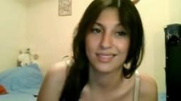 Une arabe montre ses gros seins à la webcam