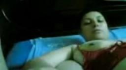 Couple arabe dans le lit