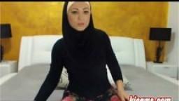 Arabe voilée fait un show à la webcam