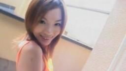 Noa Tsukishima pisse dans un verre et s'excite sur le balcon