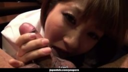 Une jeune japonaise baisée en levrette dans une chambre obscure hd