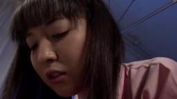 Un patient dans un hôpital baise avec un gode la japonaise qui lui rend visite hd