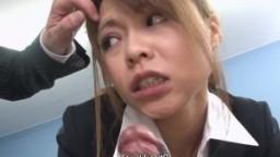 Une suceuse japonaise fait plaisir à deux bites hd