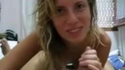 Une fille d'argentine suce
