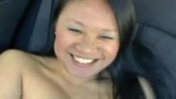 Asiatique se fait baiser dans la voiture