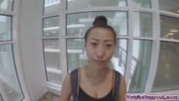 L'asiatique à gros seins Sharon Lee baisée en public