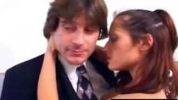 Jeune babysitter baisée par le patron au travail