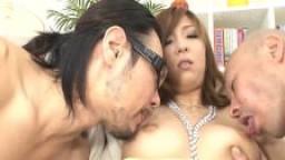 Les gros seins d'Akimi